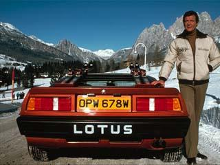 Bond med sin nya Lotus